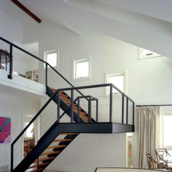 Cầu thang sắt chữ I bậc đi gỗ CK138