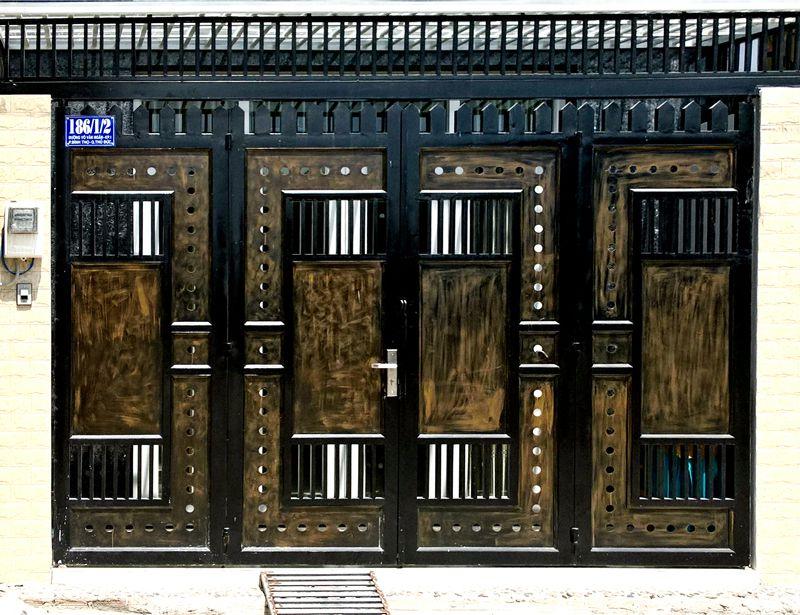 Giá mẫu cửa cổng sắt pano CK26 tại TpHCM như thế nào?