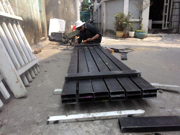 Tuyển thợ [phụ] cơ khí: làm cửa sắt + lan can + cầu thang
