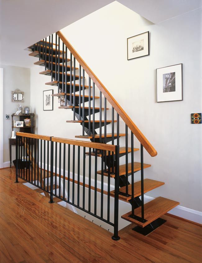 Cầu thang song sắt - bậc đi & tay vịn làm bằng gỗ CK273