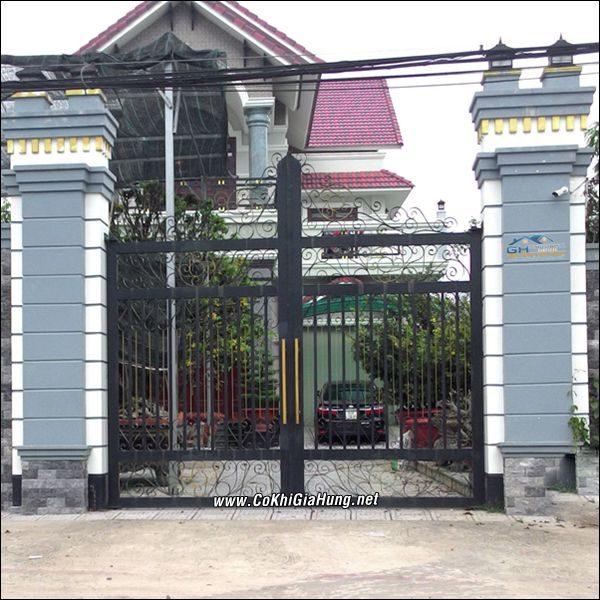 Công ty cơ khí Gia Hưng chuyên làm mẫu cửa cổng sắt CK389 chất lượng tốt