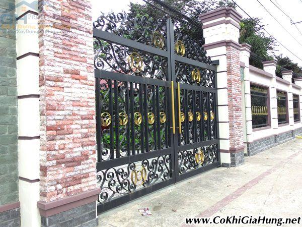 Giá làm cửa cổng sắt + hàng rào mẫu CK376 bao nhiêu 1 mét vuông?