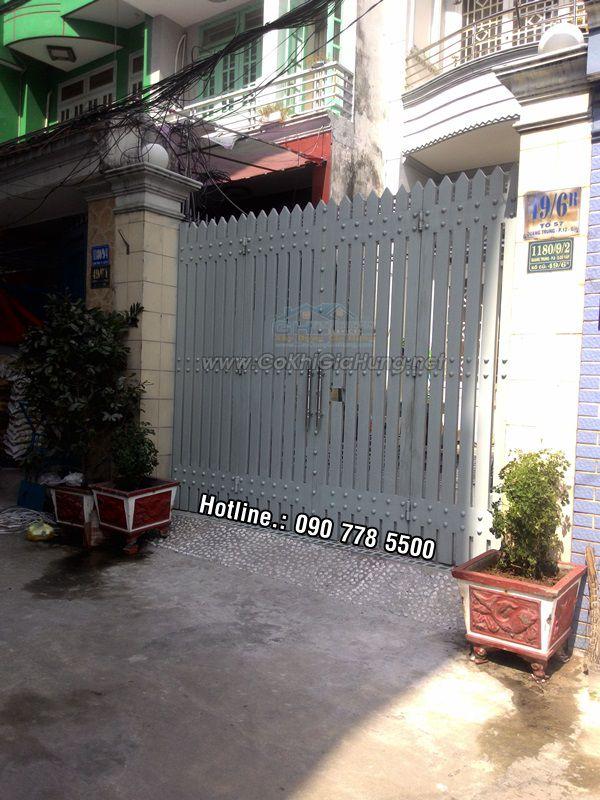 Xưởng làm mẫu cửa cổng sắt pano 4 cánh kiểu giả gỗ CK312 giá rẻ tại TpHCM