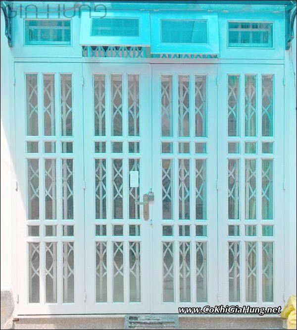 Giá làm mẫu cửa kính sắt hộp pano giả gỗ CK601 bao nhiêu tiền một mét vuông?