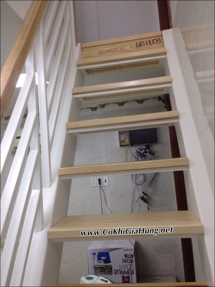 Cầu thang sắt bậc ốp gỗ CK880