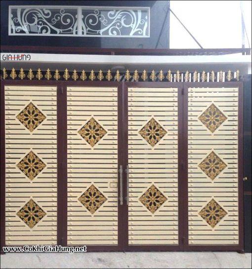 Giá làm Cửa cổng sắt hộp giả gỗ mẫu CK894 bao nhiêu tiền một mét