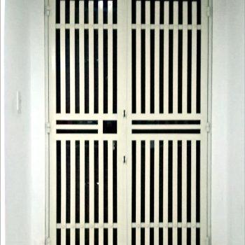 Mẫu cửa sắt chung cư sơn tĩnh điện CK793 đã có mặt tại Cơ Khí Gia Hưng - TpHCM