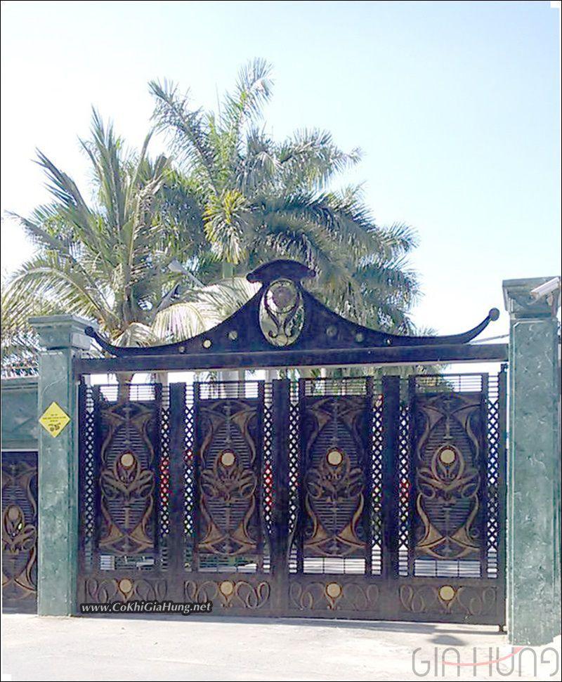 mẫu cổng sắt biệt thự 5 cánh tuyệt đẹp tại quận 12  CK759