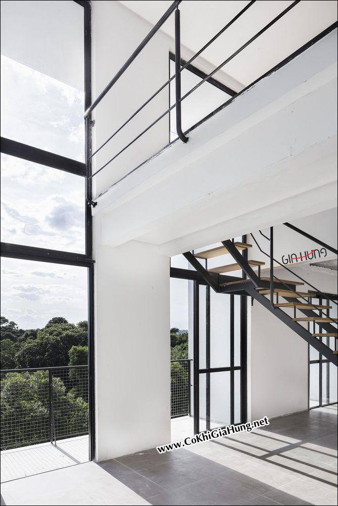 Liên hệ xưởng cơ khí làm cầu thang sắt hộp kiểu xương cá bậc đi bằng gỗ