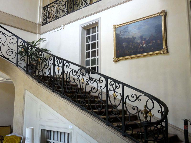 Hoa sắt nghệ thuật làm lan can cầu thang.