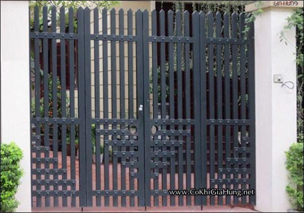 Giá cửa cổng sắt hộp giả gỗ CK967 chỉ 1 triệu/m² - tốt NHÌ tại TpHCM