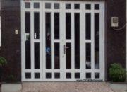 Giá cửa kính sắt hộp mạ kẽm kiểu giả gỗ CK971 bao nhiêu tiền