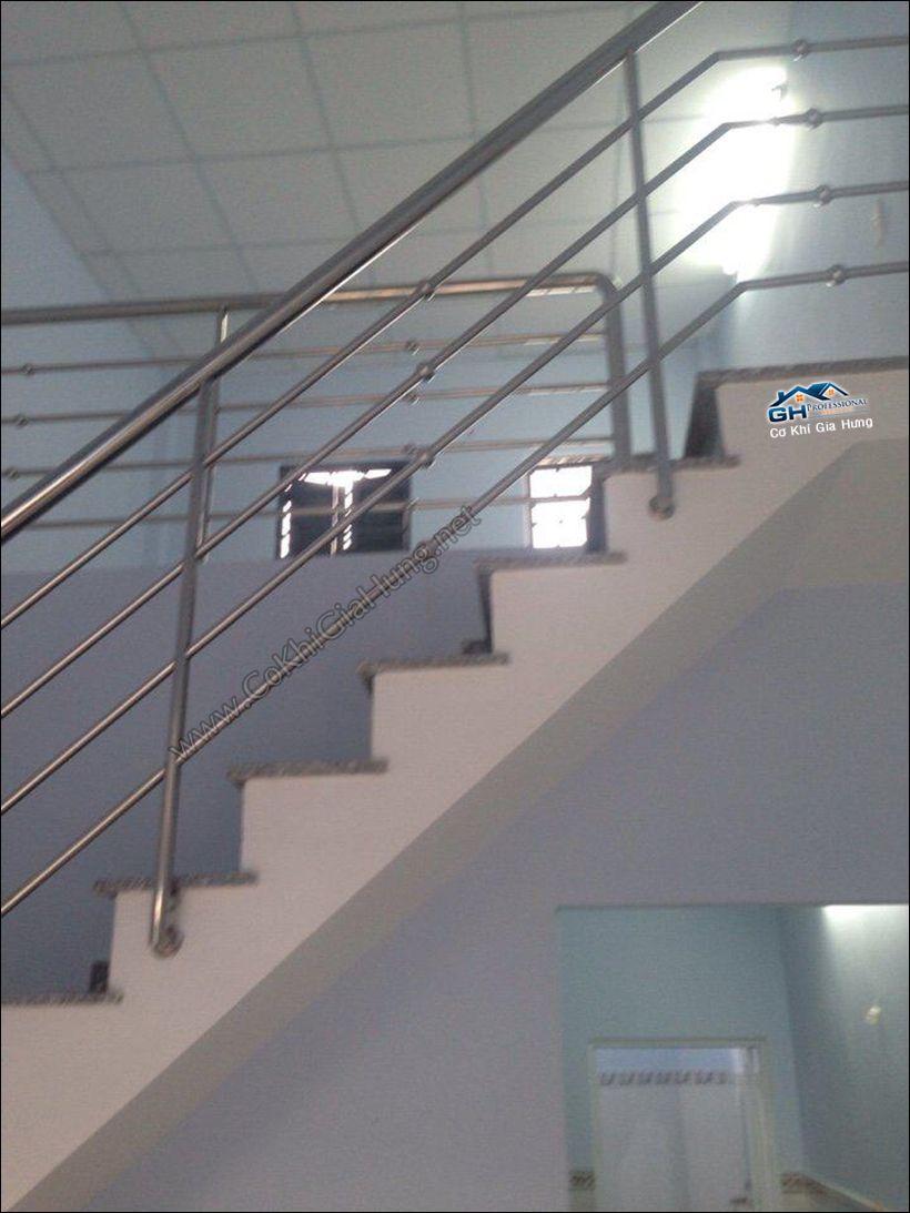 Giá mẫu tay vịn cầu thang inox CK992 + lan can ban công Gia Hưng tính như thế nào?