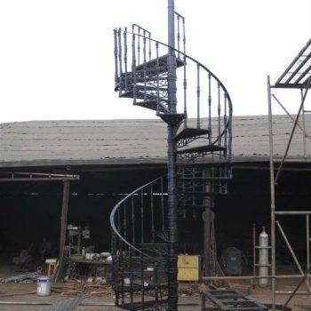 Dịch vụ làm cầu thang sắt xoắn ốc giá TỐT tại TpHCM