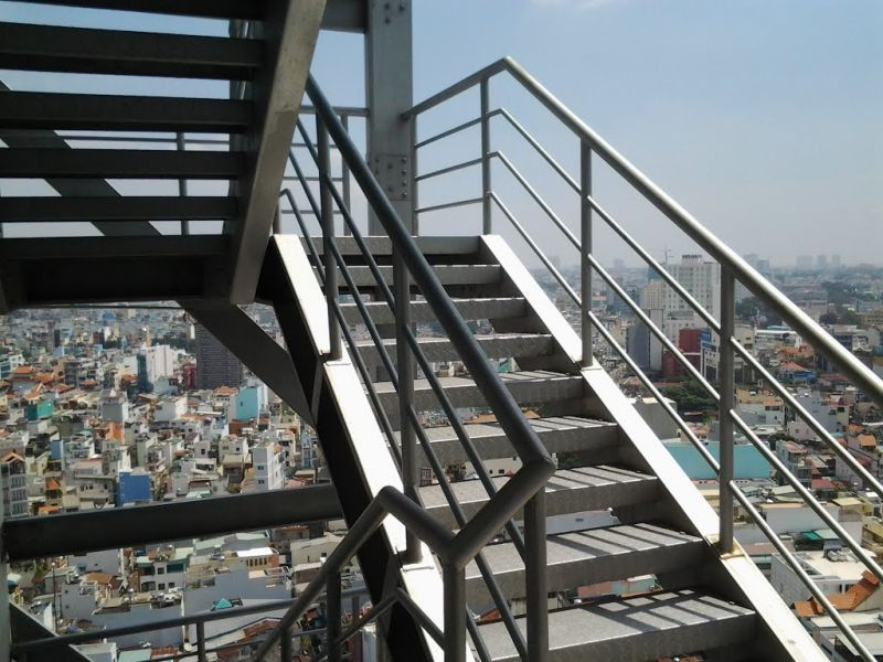 Mẫu cầu thang sắt thoát hiểm CK1239 dành cho kỹ sư xây dựng mới ra trường tham khảo