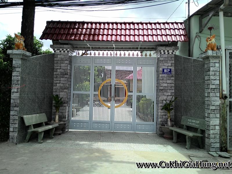 Xưởng làm mẫu cửa cổng sắt 4 cánh CK1256 có mái ngói cổng trọn gói giá rẻ tại quận 12