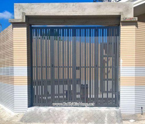 Cửa cổng sắt giả gỗ CK1199 rất đẹp tại nhà phố HT13, p.Hiệp Thành, quận 12