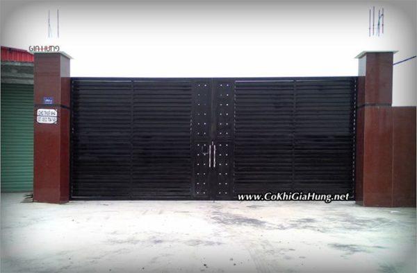 Mẫu cửa cổng sắt nhà xưởng GHC 1318 đường Nguyễn Hữu Trí, Huyện Bến Lức, Long An