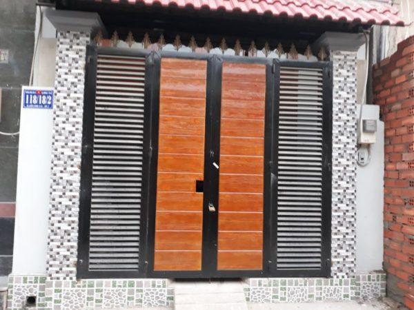 Mẫu cửa cổng sắt hộp giả gỗ 4 cánh CK1355