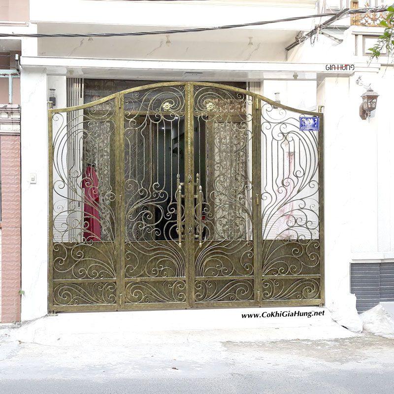 Mẫu cửa cổng sắt rèn mỹ thuật CK-294 tại đường Ba Vân - Tân Bình đẹp rùng mình